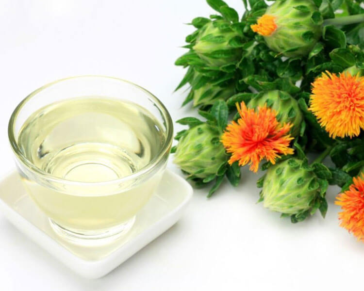 safflower oil which can help loosen hairballs in cat's digestive tract.