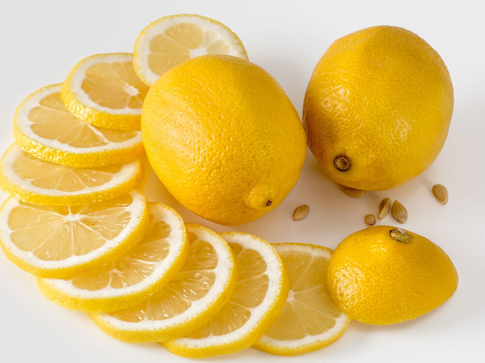 lemon, helps to get rid dog's bad breath