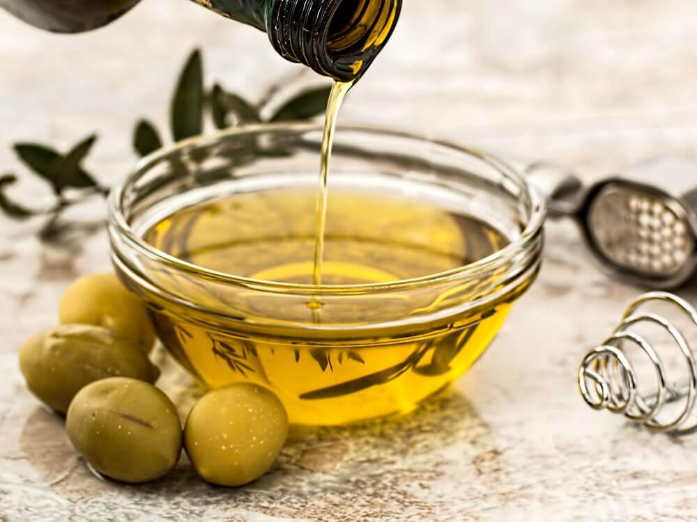 olive oil, home remedy solution for dog dandruff
