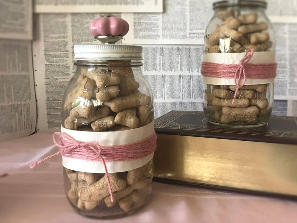 a dog treat jar, perfect for the christmas season