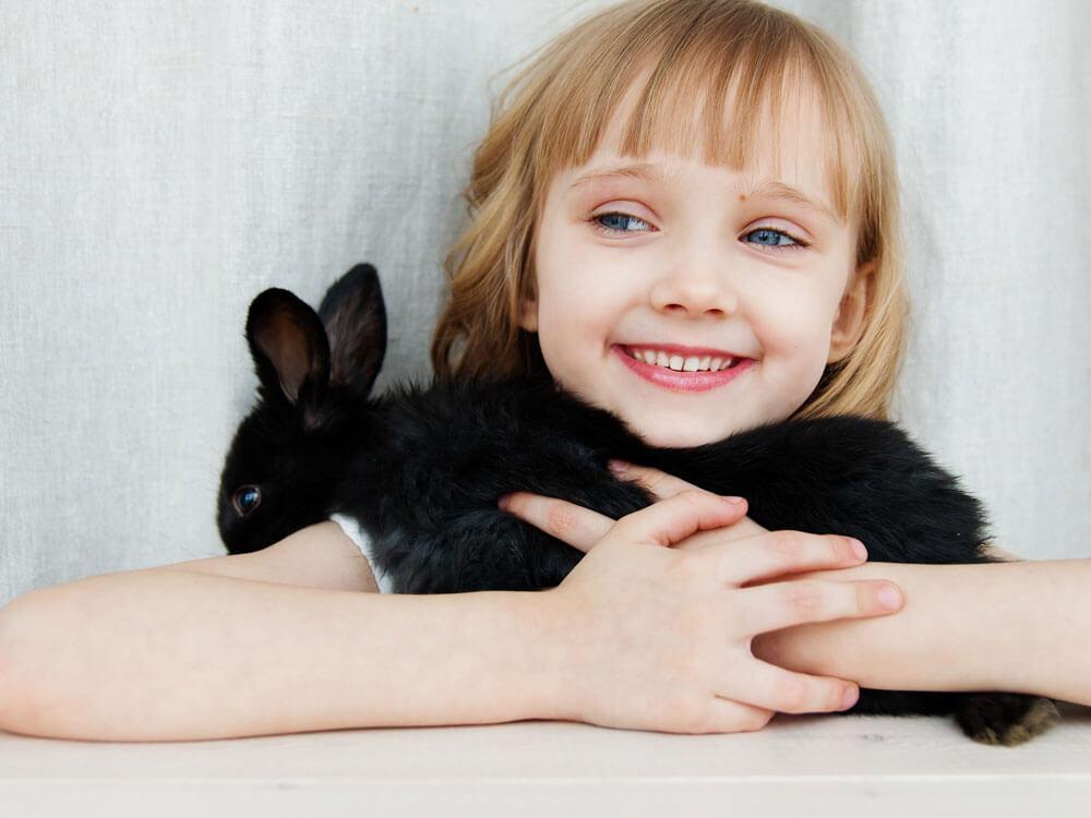 a kid hugging her bunny