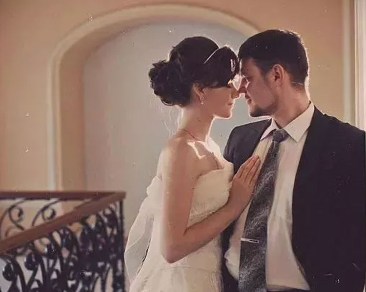 a photo shoot of a newly wed couple in Moscow